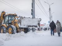 Объявлено очередное штормовое предупреждение, в Великом Новгороде водителей просят не мешать уборочной технике