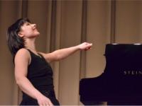 Женщина за роялем
